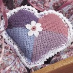 kalp desenli renkli örgü kırlent modeli
