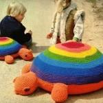 kamplumbağa desenli turuncu minder modeli