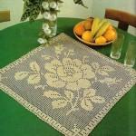 kare çiçek desenli masa örtüsü modeli