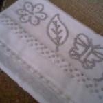 kelebek desenli gri pullu havlu kenarı modeli