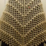 krem rengi üçgen fıstıklı şal modeli