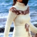 krem rengi ponponlu bayan boğazlı kazak modeli