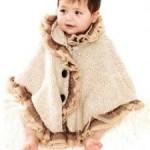 kremrengi düğmeli bebek pelerin modeli