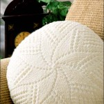 kremrengi yıldız motifli örgü kırlent modeli