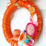 kurdeleden yapılmış turuncu bebek odası kapı süsü