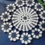 lacivert çiçek motifli komidin danteli örneği