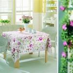 lila çiçek desenli beyaz masa örtüsü modeli