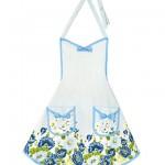 mavi çiçek desenli mutfak önlük modeli
