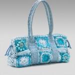 mavi çiçek motifli kot yamalı tığ işi çanta modeli