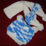mavi beyaz bereli bebek atkısı modeli