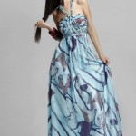 mavi boyubdan askılı bayan uzun elbise modeli
