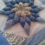 mavi kabartmalı patchwork yatak örtüsü modeli