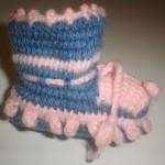 mavi pembe tek şiş örgülü bebek patiği