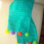 mavi rengarenk ponponlu örgü bebek atkısı