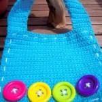 mavi renkli düğmeli bebek önlük modeli