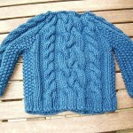 mavi saç örgü bebek kazak modeli