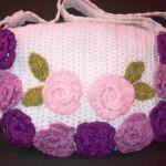 mor çiçekli tığ işi örgü çanta örneği
