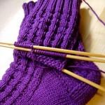 mor renkli örgü çorap modeli