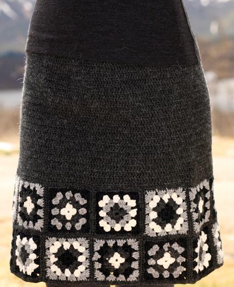Предлагаю связать крючком по схемам одну юбку на теплую погоду, на лето, а другую осенне-зимнюю юбку