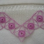 pembe çiçek motifli gönen iğne oyalı havlu kenarı