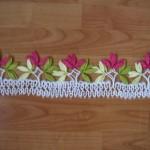 pembe çiçekli mekik oyası tülbent örneği