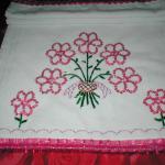 pembe çiçekli pullu havlu kenarı örneği