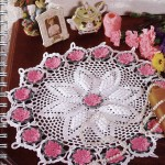 pembe çiçekli yuvarlak komidin danteli