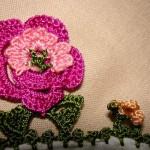pembe gül çiçekli yemeni oyası modeli