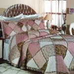 pembe kahverengi patcwork yatak örtüsü modeli