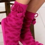 pembe kalpli el örgüsü çorap modeli
