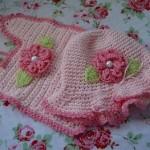 pembe renkli şapkalı bebek önlük modeli