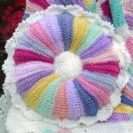 rengarenk çiçek desenli örgü kırlent modeli