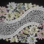rengarenk çiçek desenli dantel anglez örtü örneği