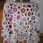 rengarenk çiçekli fiskos masa örtüsü örneği