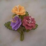 rengarenk çiçekli iğne oyası modeli