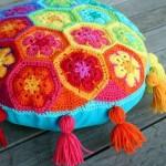 rengarenk dekoratif örgü kırlent modeli