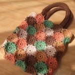rengarenk gül motifli tığ işi örgü çanta modeli