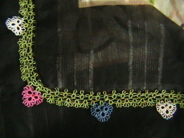 renkli çiçek desenli mekik oyası örneği