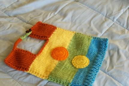 renkli düğme desenli bebek önlük modeli