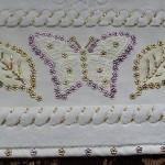 renkli kelebek desenli pullu havlu kenarı modeli
