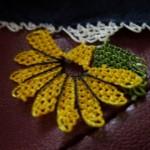 sarı çiçek desenli gönen iğne oyası modeli