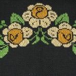 sarı gül desenli kanaviçe etamin örneği