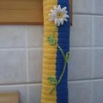 sarı lacivert çiçek desenli örgü poşetlik modeli