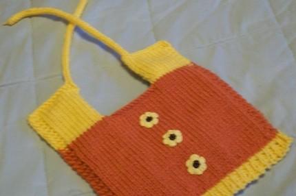 sarı papatya desenli bebek önlük modeli