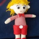 sarı saçlı şortlu bez bebek modeli