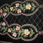 siyah çiçek nakışlı seccade