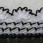 siyah beyaz iğne oyası yazma örneği