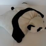 siyah beyaz pandalı peluş yastık modeli