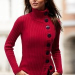 siyah düğmeli kırmızı bayan boğazlı kazak modeli