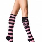 siyah pembe çizgili spor diz altı çorap modeli